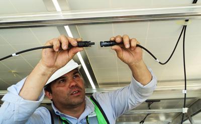 Técnico para instalar el aire acondicionado